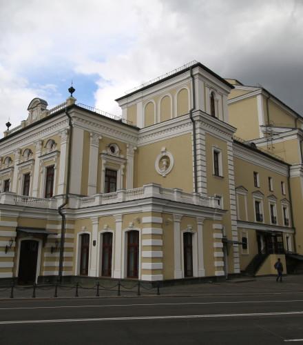 Отделка фасада здания Купаловского театра в Минске